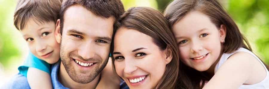 porcelain veneers - smiling family